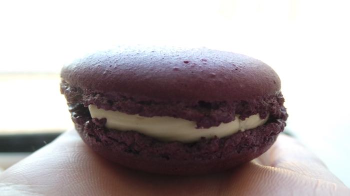 Violet & Cassis Macaron